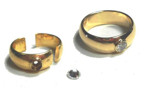 切れた指輪ダイヤ
