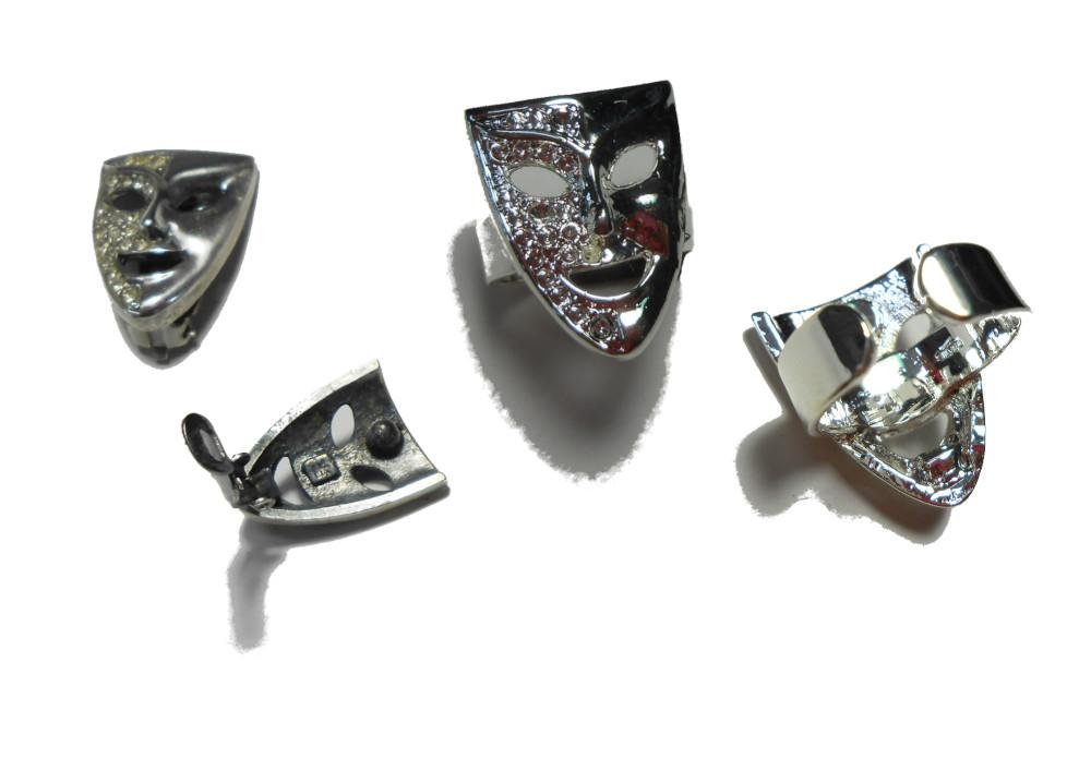 片方のイヤリングを失くしてしまい、残りのイヤリングでフリーサイズの指輪へ作り換えです。